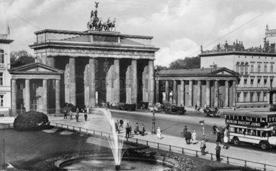 D-Berlin Brandenburgertor 1788-91 erbaut 1794 mit Quadriga gekroent