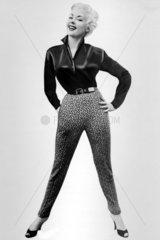 Frau aus den vierzigern posiert