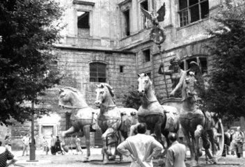 Berlin  Quadriga in Reparatur ca. 1950
