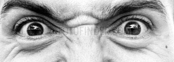 Augen eines zornigen Mannes
