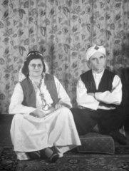 Frau und Mann als Inder verkleidet