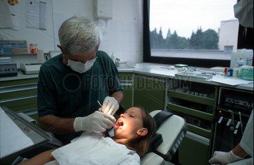 Maedchen Zahnarzt