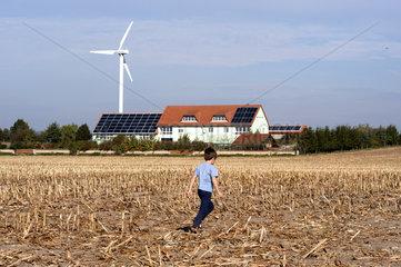 Solarzellen + Windrad