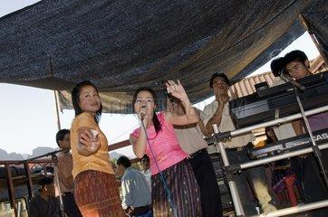 Hochzeit in der alten Markthalle / Vang Vieng / Laos / SUEDOSTASIEN-REISE 2