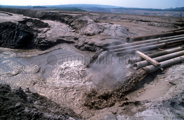 Abflussrohre des Kohlekraftwerkes Helmstedt
