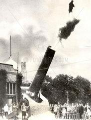 Mann wird aus riesiger Kanone gefeuert