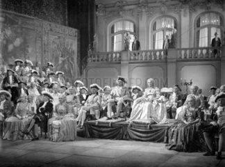 Theaterauffuehrung mit Rokkokokostuemen