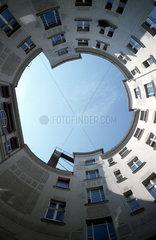 D - Berlin: runder Hinterhof in der Schoenhauser Allee in Prenzlauer Berg