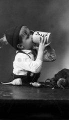 Kind mit Bierkrug