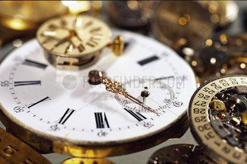 Verlorene Zeit - Stillleben von alten Uhrwerken