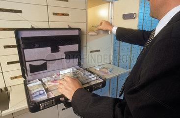 Schwarzgeld in DM im Banksafe