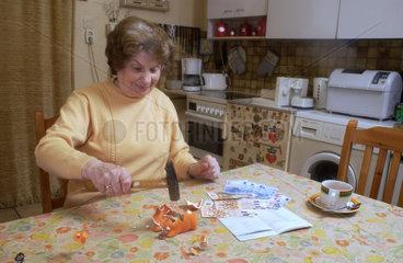 Rentnerin mit Mini-Rente von knapp 500 EUR