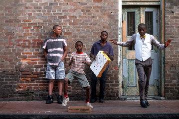 Kinder beim Step-Tanz