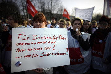 Schlecker Employees Demonstrate