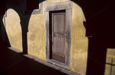 Le monastère San Lorenzo  jeu d'ombre du cloître.
