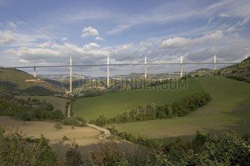 Viaduc de Millau passant au travers du paysage France