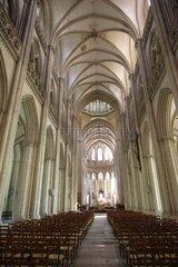 Nef centrale de style gothique Cathédrale de Coutance