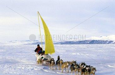 A la voile dans l'Eureka sund Ellesmere Island Arctique