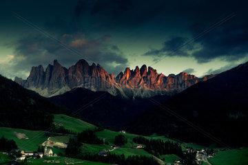 Sunset  Santa Maddalena  Funes Valley  Puez-Geissler Dolomites Nature Park  Italy