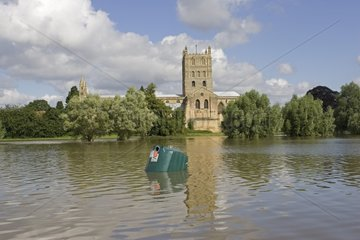 Tewkesbury Abbey inundated by unprecedented flooding UK