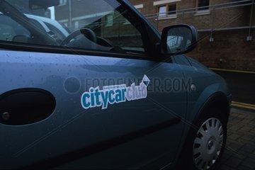 Véhicule électrique dans la cité écologique Bedzed à Londres