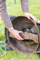 Maintenance of a lawn mower