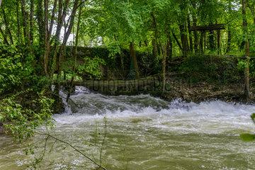 Stone bridge on Armancon river - Burgundy France