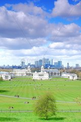 Park of Greenwich Park  a UNESCO World Heritage Site  thanks to the Royal Greenwich Observatory  starting point of the prime meridian. At the bottom  the business district of Canary Wharf  second financial center of the city after the City. In the center are the buildings of the maritime museum. Greenwich  London  United Kingdom