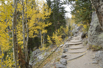 Hiking trail in the Rocky Mountain National Park  Colorado  USA