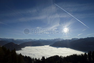 High peak of pollution caused by the installation of stratus on the Arve valley during a prolonged anticyclonic period  Hautes-Savoie  Alpes  France