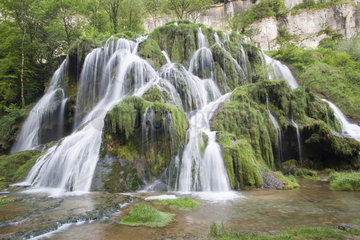 Spring of the Seille  Cascades on tuff of Baume les Messieurs  Jura  Franche-Comte  France