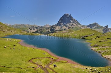 Lake Gentau  Pyrenees National Park  France
