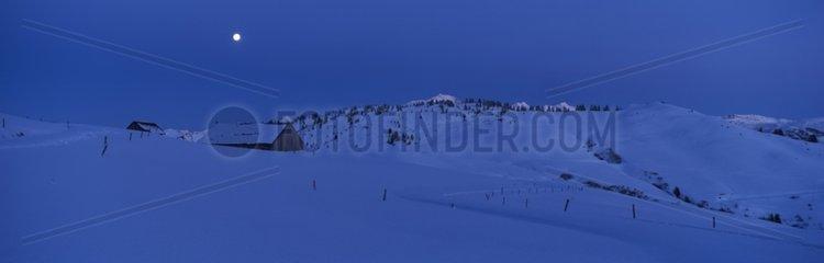 Massif of Aravis one harms of full moon Haute-Savoie