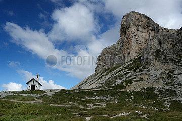 Chapel  Tre Cime di Lavaredo  Naturpark Drei Zinnen  Dolomites  Italy