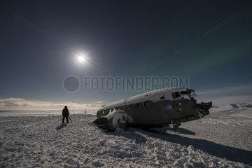 Shooting in midnight sun of the carcass of a US Army DC3 on the beach of Sólheimasandur  Iceland