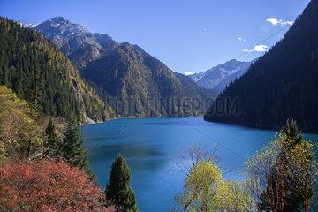 Long lake  Jiuzhaigou valley  Sichuan  China
