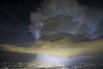 Thunderstorm with a rotating updraft above Geneva. Night from 24 to 25 june 2016