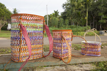 Traditional backpack in recycled plastic glass - Indonesia