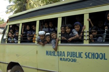 Enfants dans un bus scolaire à Calicut en Inde
