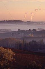 Brumes matinales et centrale nucléaire de Golfech Gers
