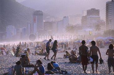 Plage d'Ipanema  coucher de soleil sur la plage