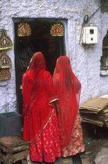 Radjastan  Jodhpur  femmes en sari rouge.