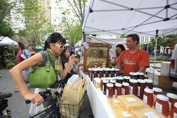 Urban Beekeeping - At the organic market on Union Square  Andrew Cote sells his honey from New York and also the honey that he produces in Connecticut to a trendy clientele. He works with Justfood.org to have a bigger base in the circle of community and educational gardens. USA