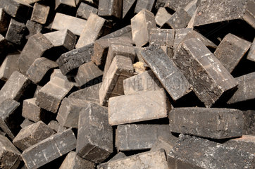 Pavers made from recycled plastic bags - Mopti Mali