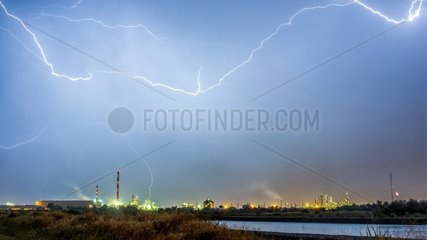 Inter cloudy lighting over a refinery - France