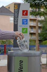 Sound-proof selective dustbin for glass France