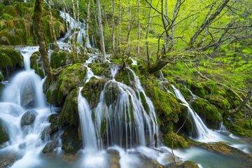 Toberia Falls  Andoin  Sierra Entzia Natural Park  Alava  Basque Country  Spain  Europe