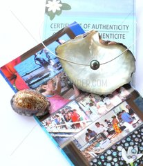 Jewelry with black pearl of Tahiti and certificate of authenticity