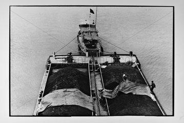 Transportation of coal aboard barges Vietnam