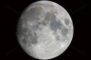 Lune presque pleine au douzième jour